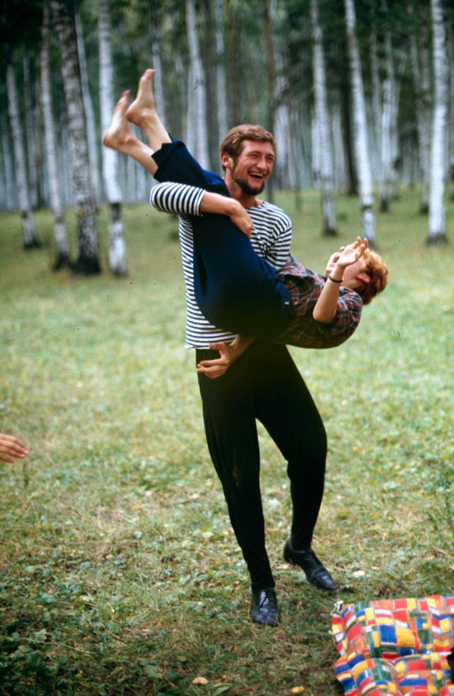 Будни советской молодёжи в цветных фотографиях 1960-х годов