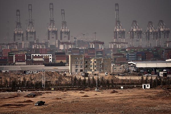 Заполонённые машинами: индустриальные пейзажи азиатских мегапортов