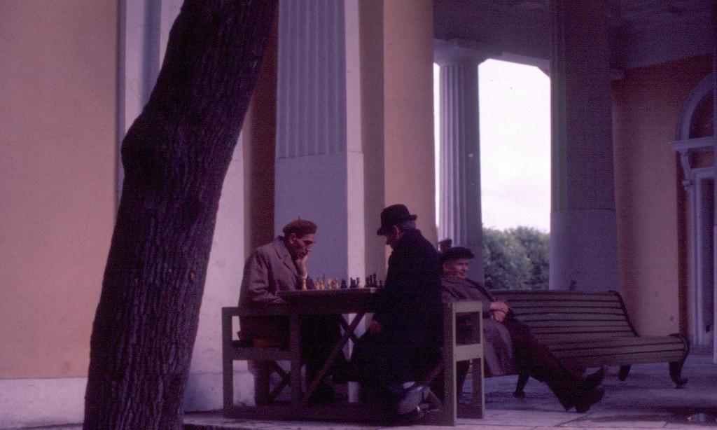 Игра в шахматы у Русского музея, весна 1976