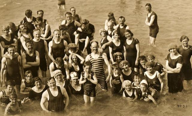 Как выглядели мужские купальные костюмы в начале XX века