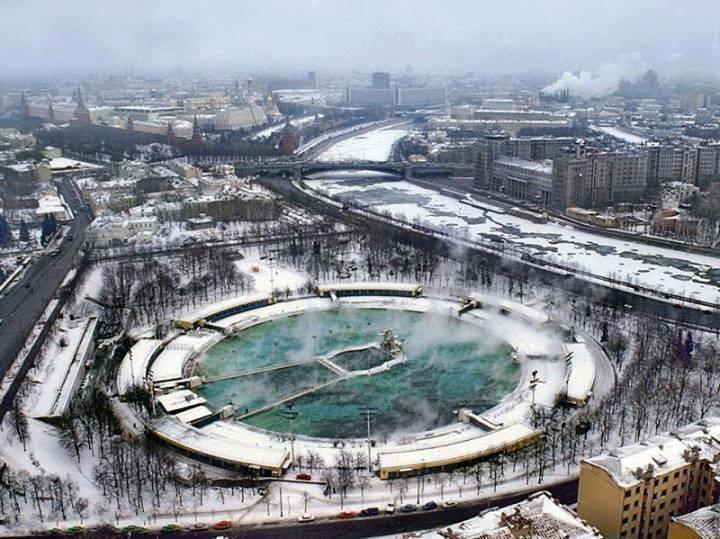 Бассейн «Москва» работал круглый год, принимая посетителей даже при температуре до −20 °C