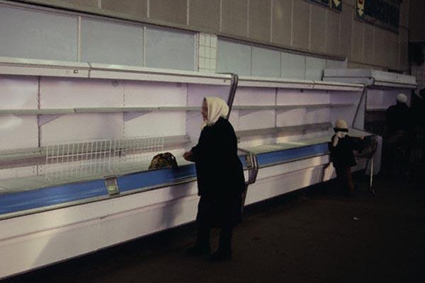 Переломный период России в цветных фотографиях начала 90-х годов