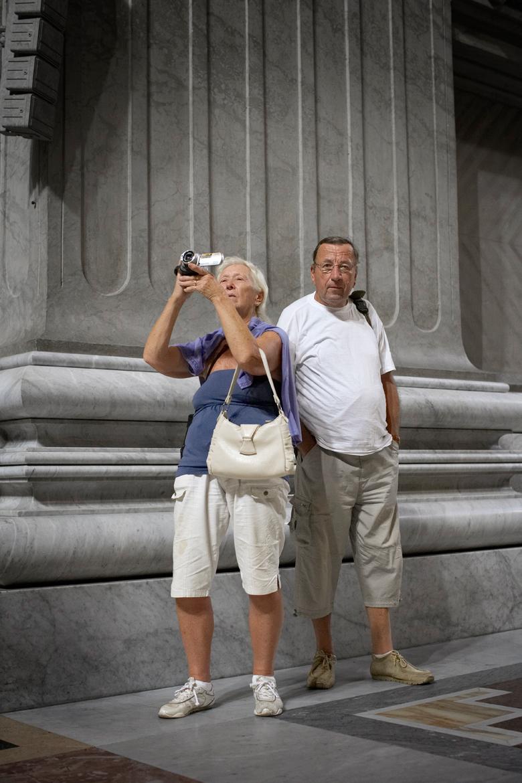 Фотограф показал, как выглядят фотографирующие туристы со стороны