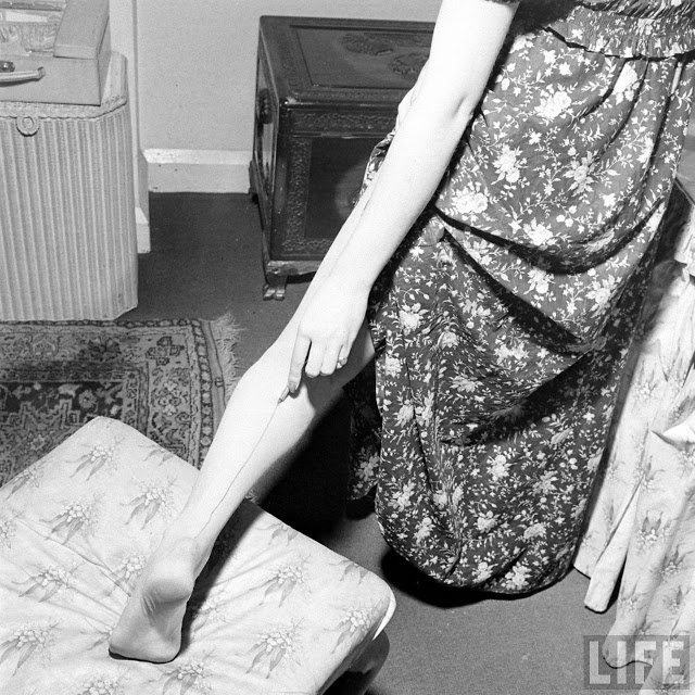 Женская мода 1940-х годов: жидкие чулки во времена тотального дефицита