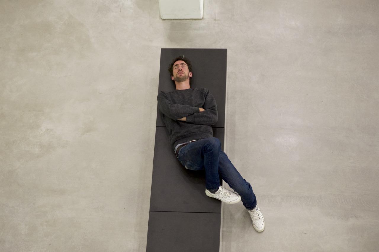 Смиренно спящие в музеях или уставшие ценители искусства в объективе австрийского фотографа