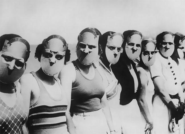 4. Участницы конкурса «Мисс прекрасные глаза» во Флориде. На них надеты маски, скрывающие остальную часть лица