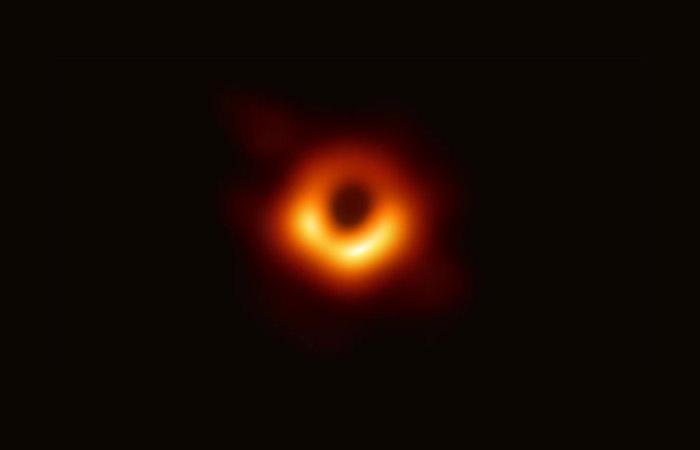 Есть ли реальные изображения чёрных дыр?