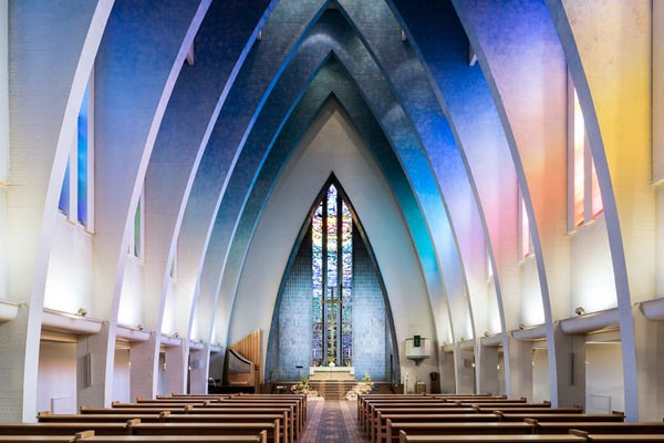 Красота и разнообразие современных интерьеров церквей в снимках Тибо Пуарье