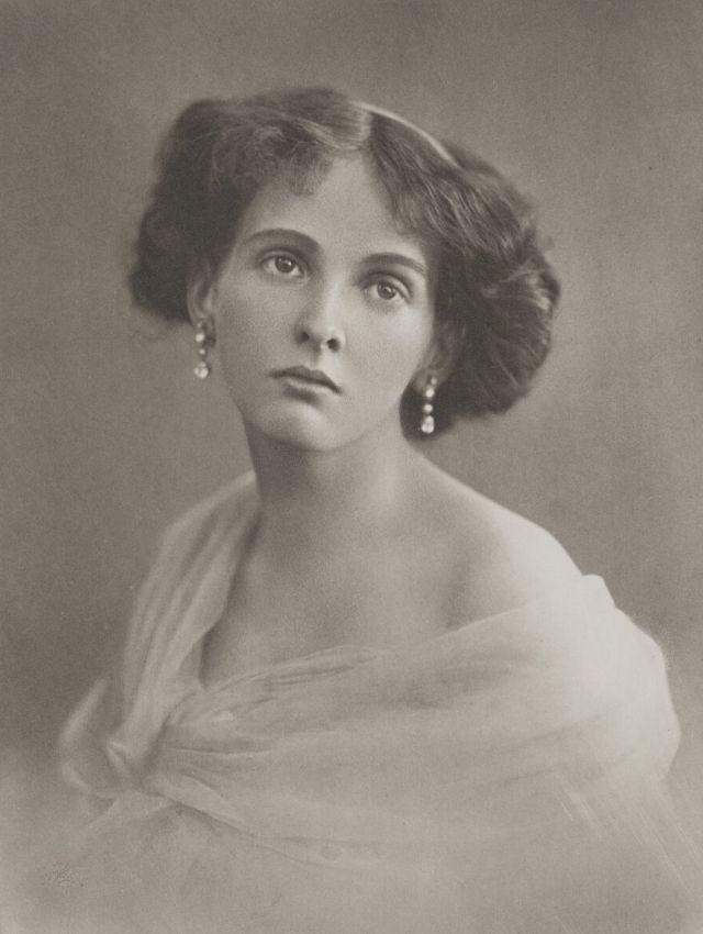Естественная красота молодых дам начала XX века