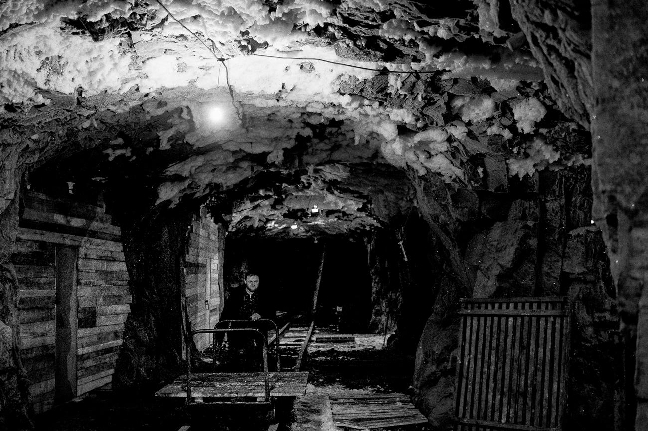 Тоннель глубиной 30 метров, где можно хранить еду. В любое время года температура в тоннеле составляет около -10°C