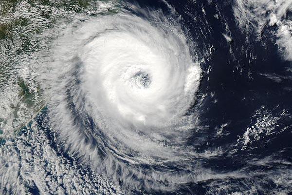 Циклон, антициклон, ураган и тайфун: в чём разница?