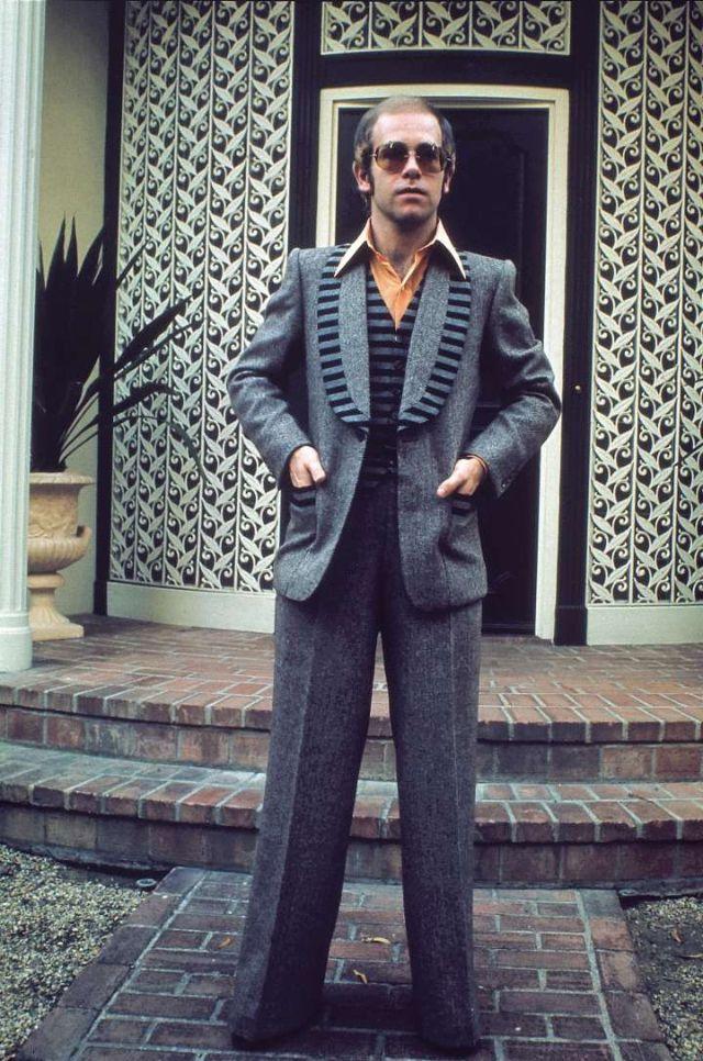 Цветные фотографии эпатажного Элтона Джона в молодости