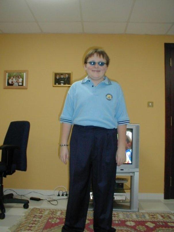«Первый день в средней школе, а я выгляжу как 70-летний мужчина»
