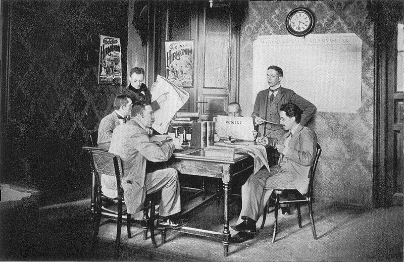 Сотрудники Telefon Hírmondó готовят материалы для передачи