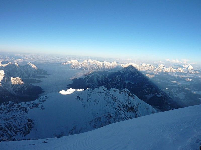 Величественный Эверест: 20 фактов о самой высокой горе на Земле