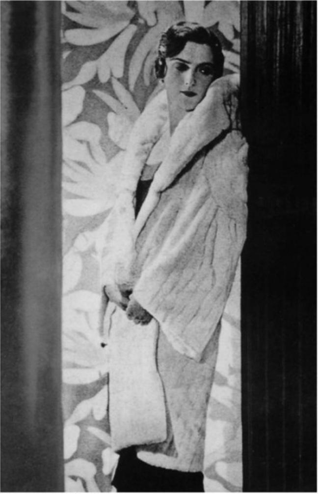 Княжна Мария Прокофьевна Эристова-Шервашидзе во время нестабильной политической обстановки была вынуждена переехать в Париж, где её свели с Коко Шанель. Позже она стала ведущей моделью дома мод Коко Шанель