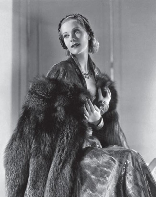 С 1920 года она жила во Франции, работая манекенщицей в Париже. В 1933 году переехала в США. Наталья Палей появлялась на обложке журнала Vogue