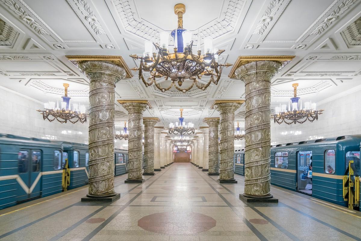 Редкий взгляд на богатсво архитектурных форм советского метрополитена