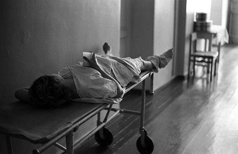 Коридор роддома. Кефир после родов, 1981 год