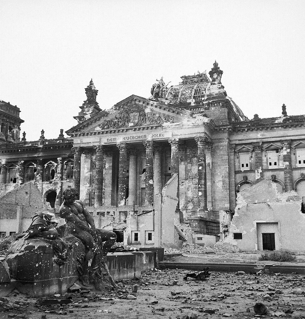 Руины Рейхстага, 1945 год