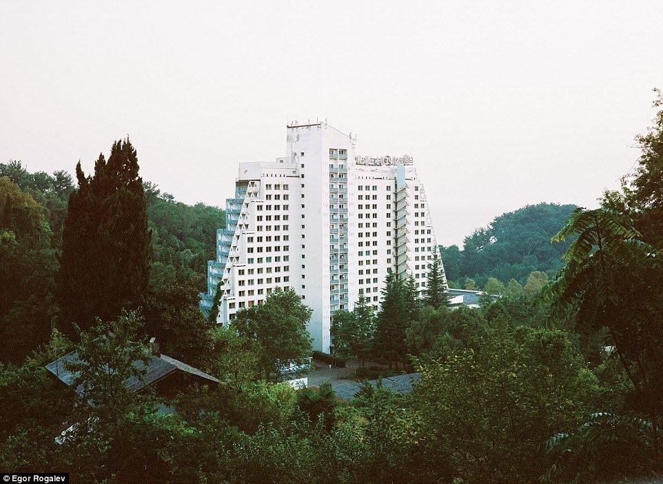 Санаторий «Белые ночи» в Сочи был построен в 1978 году