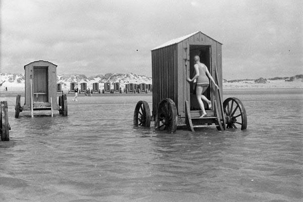 Купальные машины 19 века или пляжный этикет прошлого