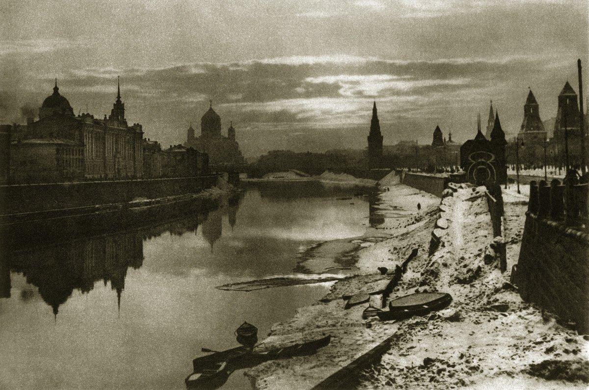 Москва-река, Кремль и Храм Христа Спасителя с Большого Москворецкого моста