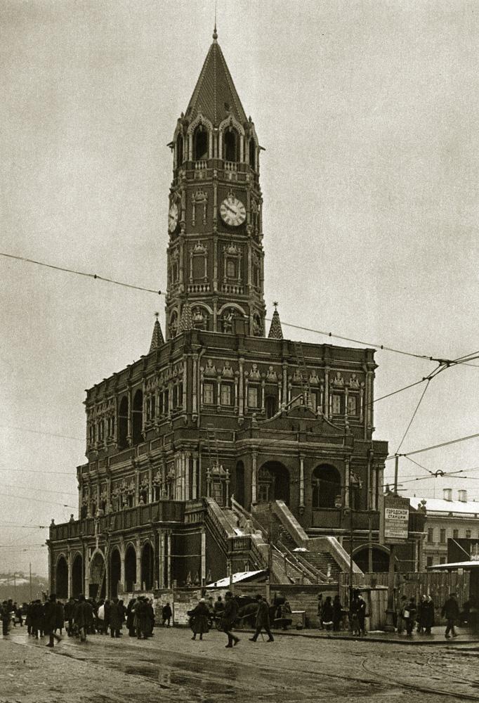 Сухарева башня на пересечении Садового кольца, Сретенки и 1-й Мещанской улицы, разрушенная в 1934 году