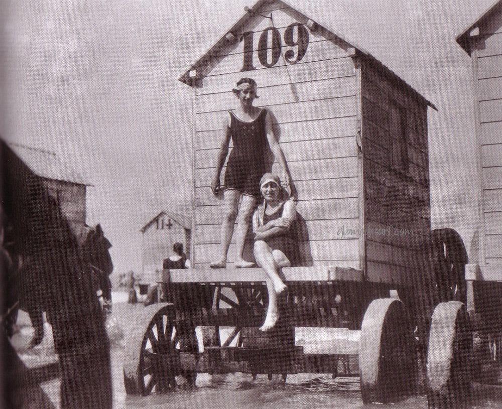 Купальные машины 19 века и пляжный этикет прошлого