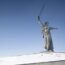 Какие пейзажи окружают самые большие статуи в мире