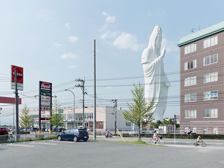 Сендай Дайканнон в Сендае, Япония. Высота статуи 100 метров