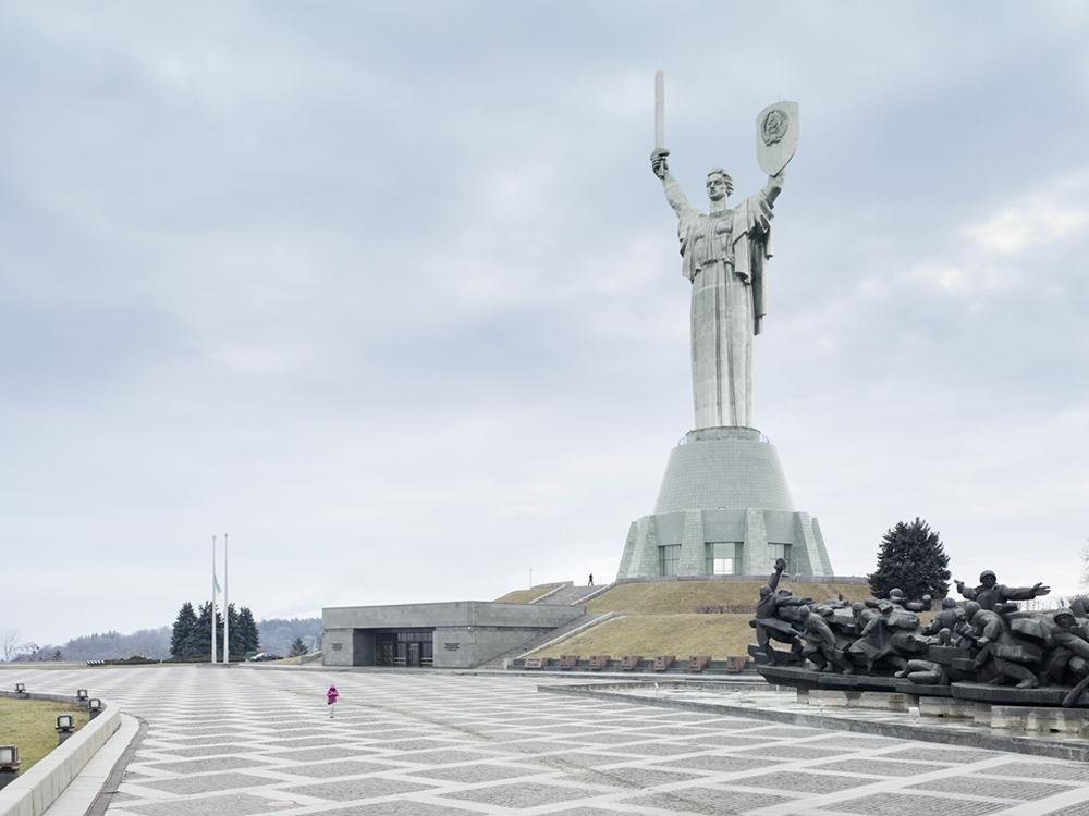 «Родина-мать» в Киеве, Украина. Высота статуи 62 метра
