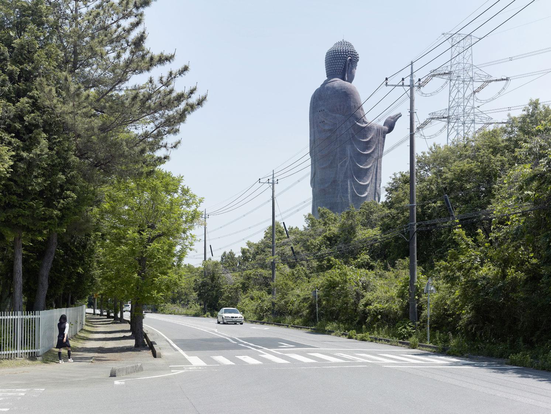 Амитабха в Усику, Япония. Высота статуи 110 метров