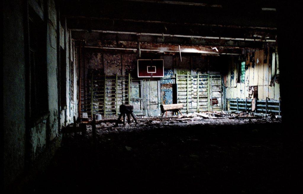 Заброшенный спортзал в Хальмере-Ю. Хальмер-Ю — «город-призрак», расположенный в 70 километрах от Воркуты