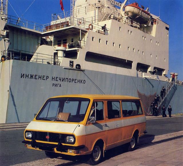 1977 г. РАФ 2203