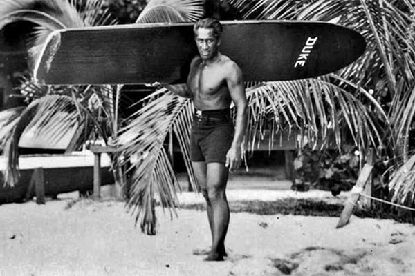 Отец сёрфинга: фотографии молодого Дьюка Каханамоку (1910-1920)