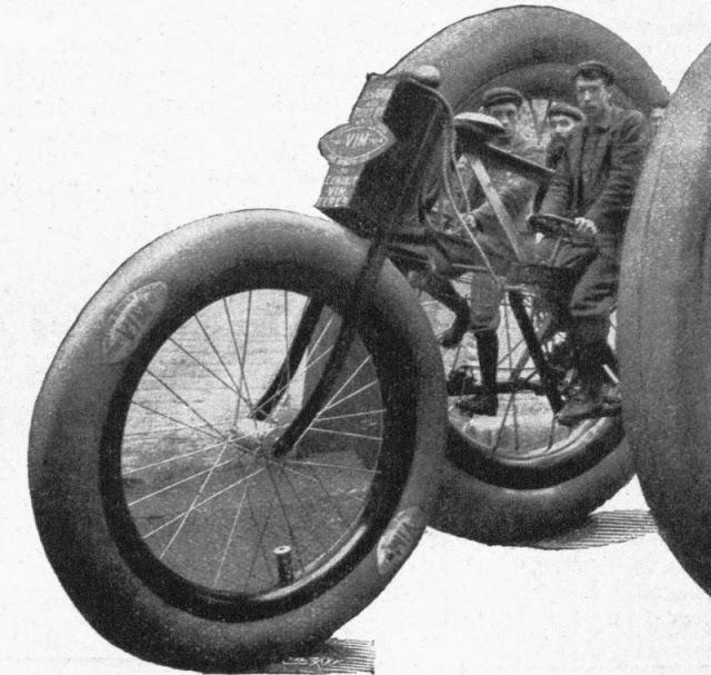 Гигантский трёхколесный велосипед 1896 года