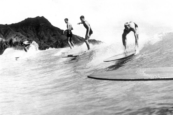 20 интересных винтажных фотографий сёрферов начала 20 века