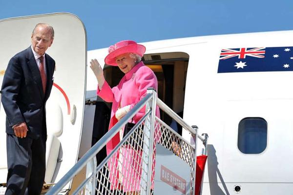 Почему королеве Елизавете II не нужен паспорт для поездок за границу?