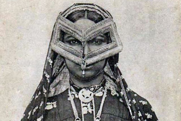 Редкие фотографии арабских женщин в традиционных масках начала 20 века
