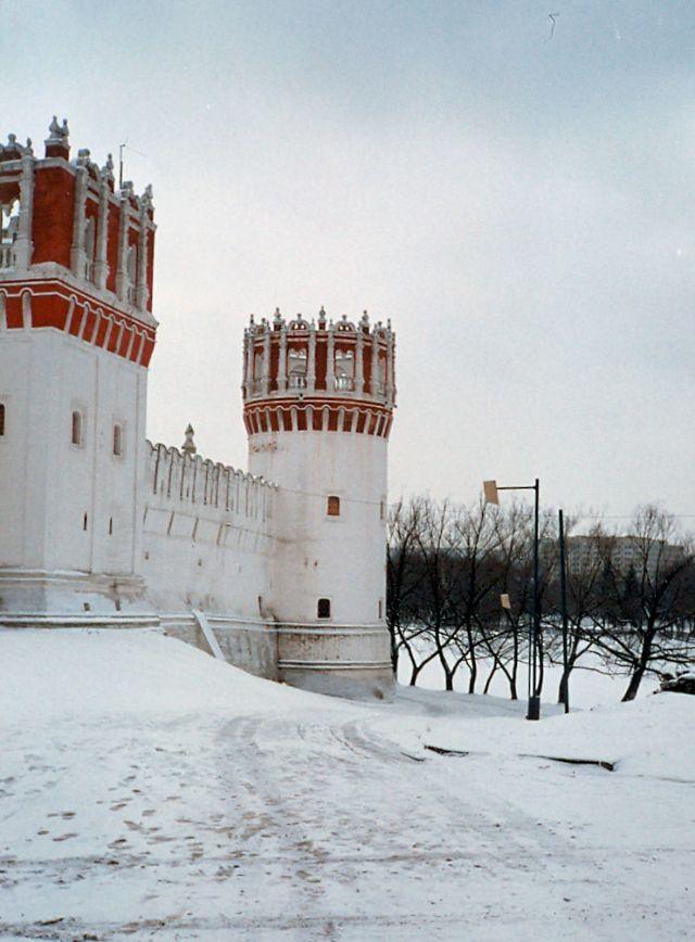 Москва, стены Новодевичьего монастыря