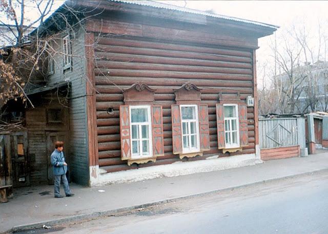 Традиционный деревянный дом в Иркутске