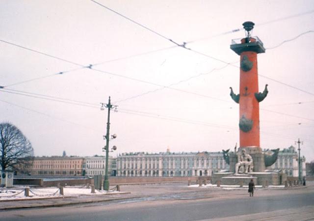 Ленинград, Ростральная колонна