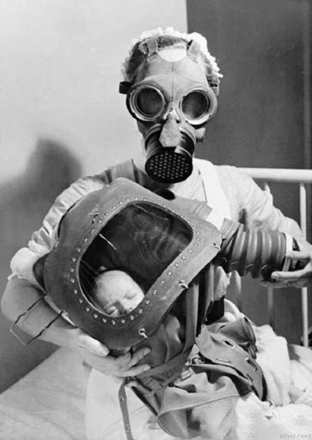 Детские противогазы времён Второй мировой войны
