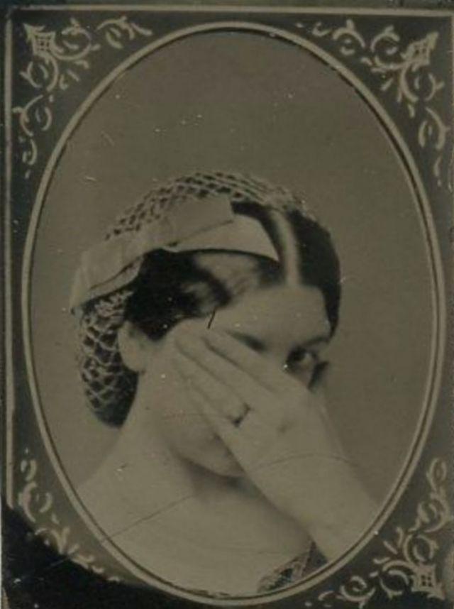 Весёлые фотографии кривляющихся викторианских женщин