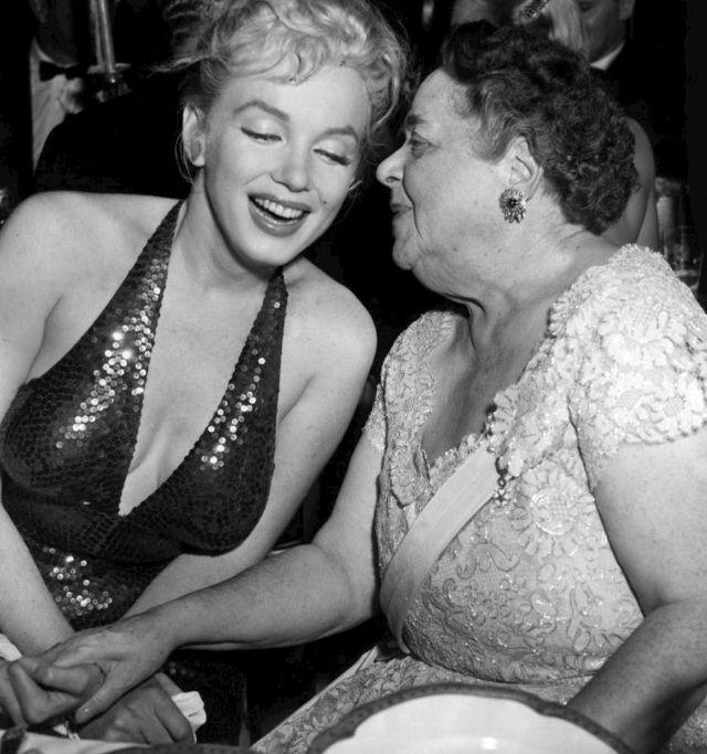 Мэрилин Монро и её муж Артур Миллер на балу «Апрель в Париже»