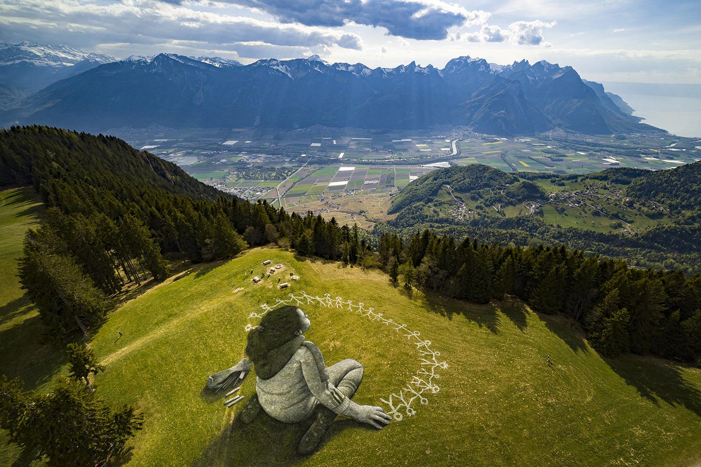 BEYOND CRISIS: массивное произведение искусства в швейцарских Альпах от Saype