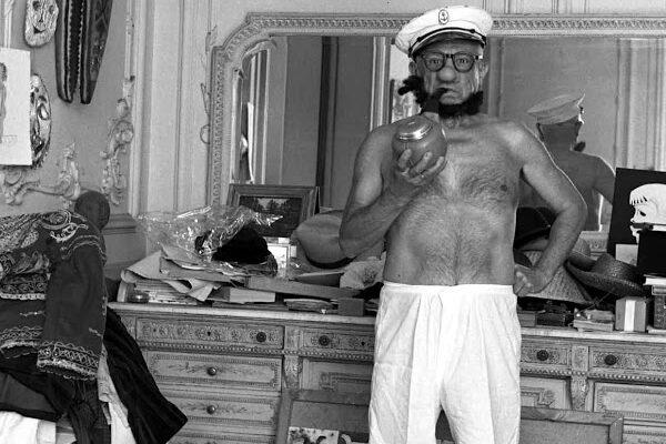 Фотографии Пабло Пикассо в образе моряка Попая, 1957 год