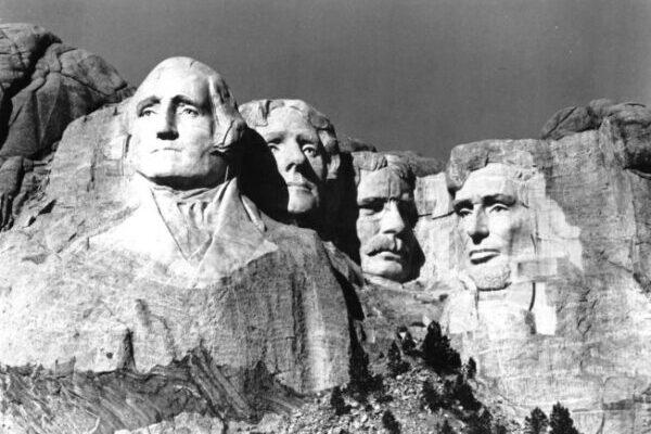 Снимки горы Рашмор, до того как на ней были высечены президенты