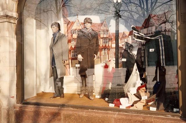 Москва, витрина магазина
